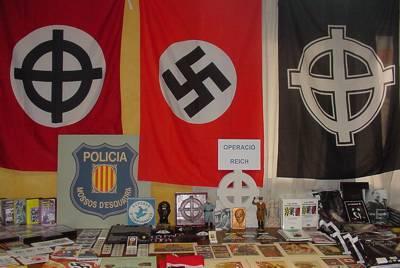 Das Schaufenster der KALKI-Buchandlung in Barcelona. Jetzt legal.